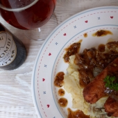 Vegan sausages and mashed potatoes